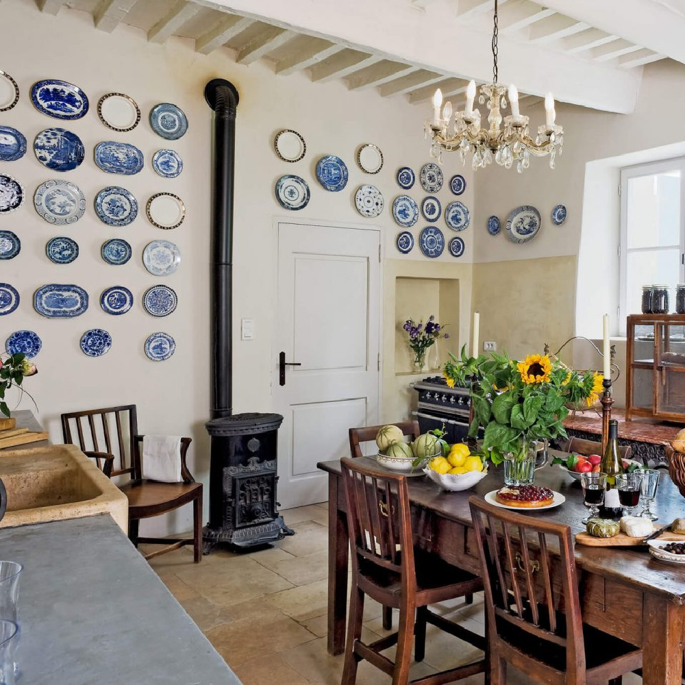 Traditional French Country kitchen in Provence in a villa available from HavenIn. #frenchcountrykitchen #frenchkitchen Rrustickitchens #provencekitchen