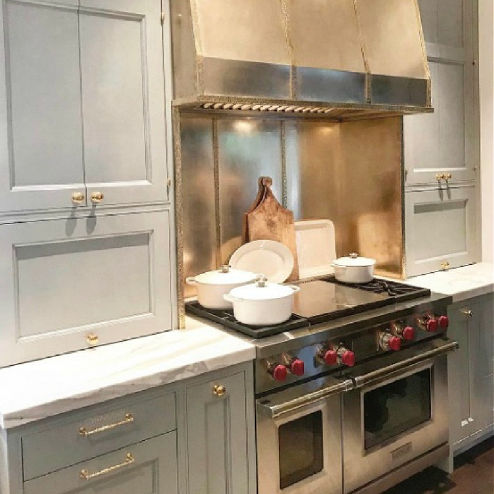 Timeless and bespoke design details and magnificent architecture in a light blue designer showhouse kitchen in 2017. #matthewquinn #traditionalkitchen #kitchendesign