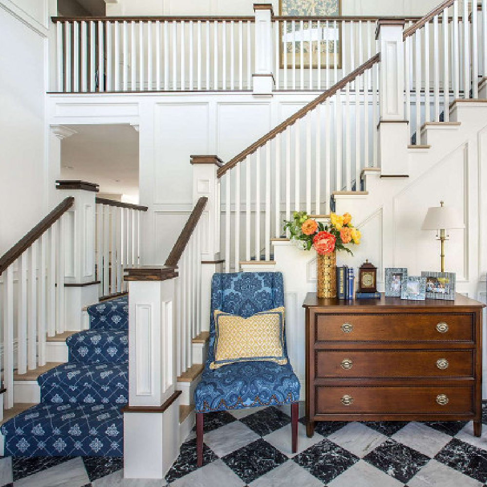 Classic entry with bold blue stair runner and accent chairs. Design by The Fox Group. #traditionalentry #traditionalstaircase #thefoxgroup #thefoxgroup #bluedecor
