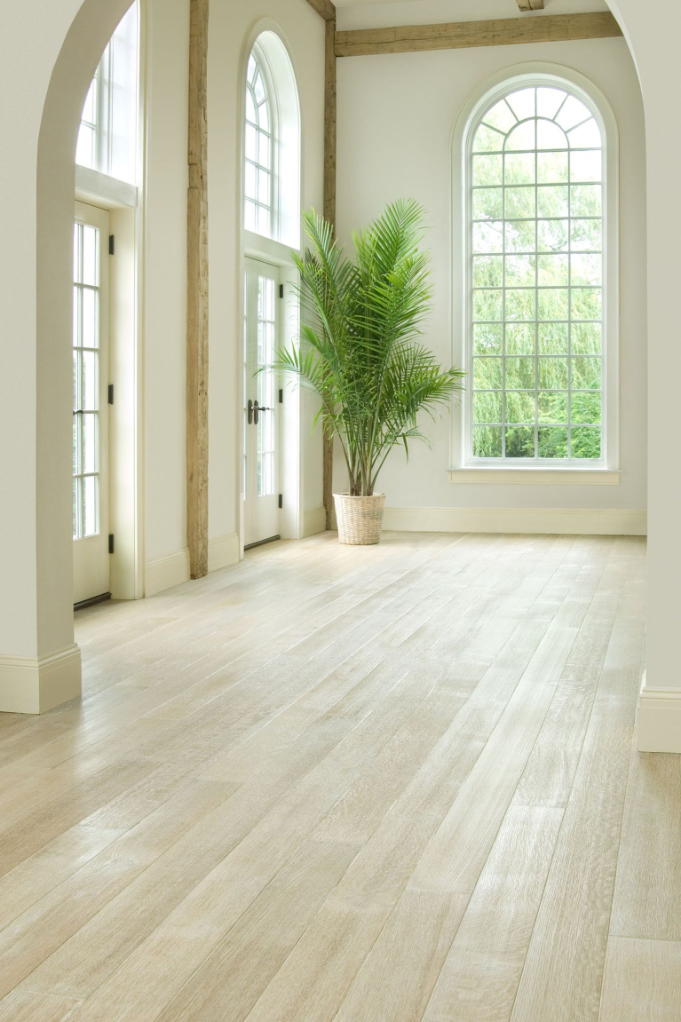 Blonde and luxurious, this whitewashed rift and quartersawn oak hardwood flooring by Carlisle brings an airy, serene mood. #flooring #hardwoodfloors #wideplankfloors #whitewashedoak #quartersawnoak #interiordesign #carlisle