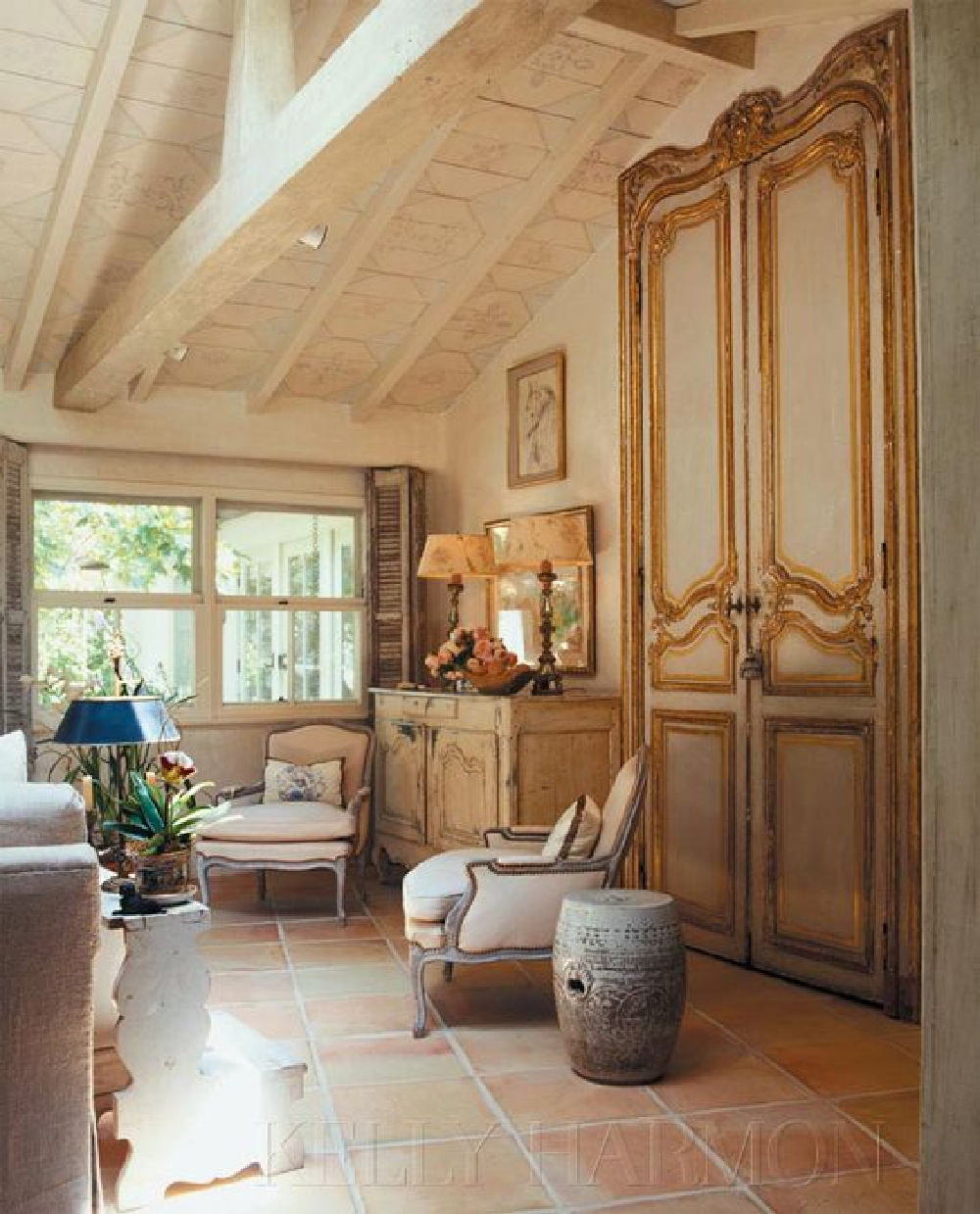 If breathtaking European farmhouse decorated rooms float your boat, come on over and soak up the inspiration from these European inspired elegant and sophisticated farmhouse style spaces. #FrenchCountry #elegantdecor #antiques
