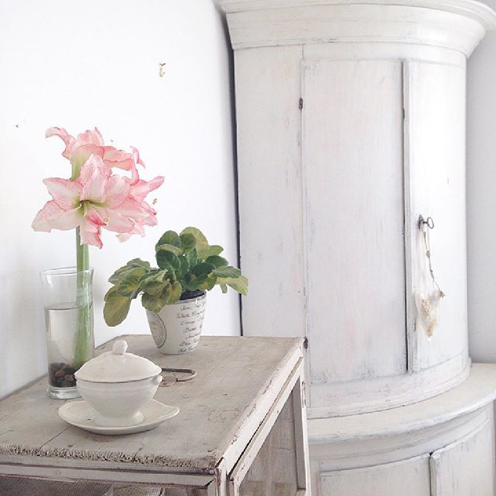 All white French Nordic interior with Swedish antique corner cabinet and ethereal charm - @mypetitemaison. #swedishantiques #nordicfrench #nordiccottage