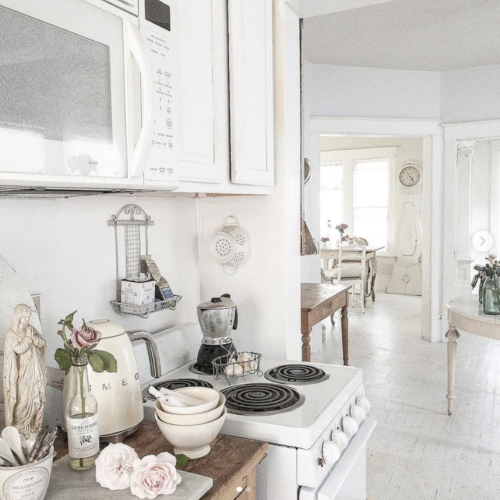 Serene and lovely whtie Nordic French kitchen with antiques and vintage white wares from France and Sweden - @mypetitemaison.
