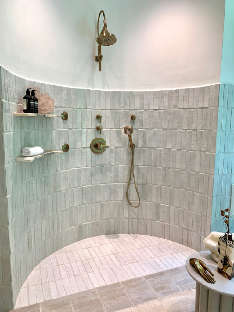 Curved tiled shower in the 2020 Southeastern Designer Showhouse. #showers #bathroomdesign #tiledshowers #luxurybath