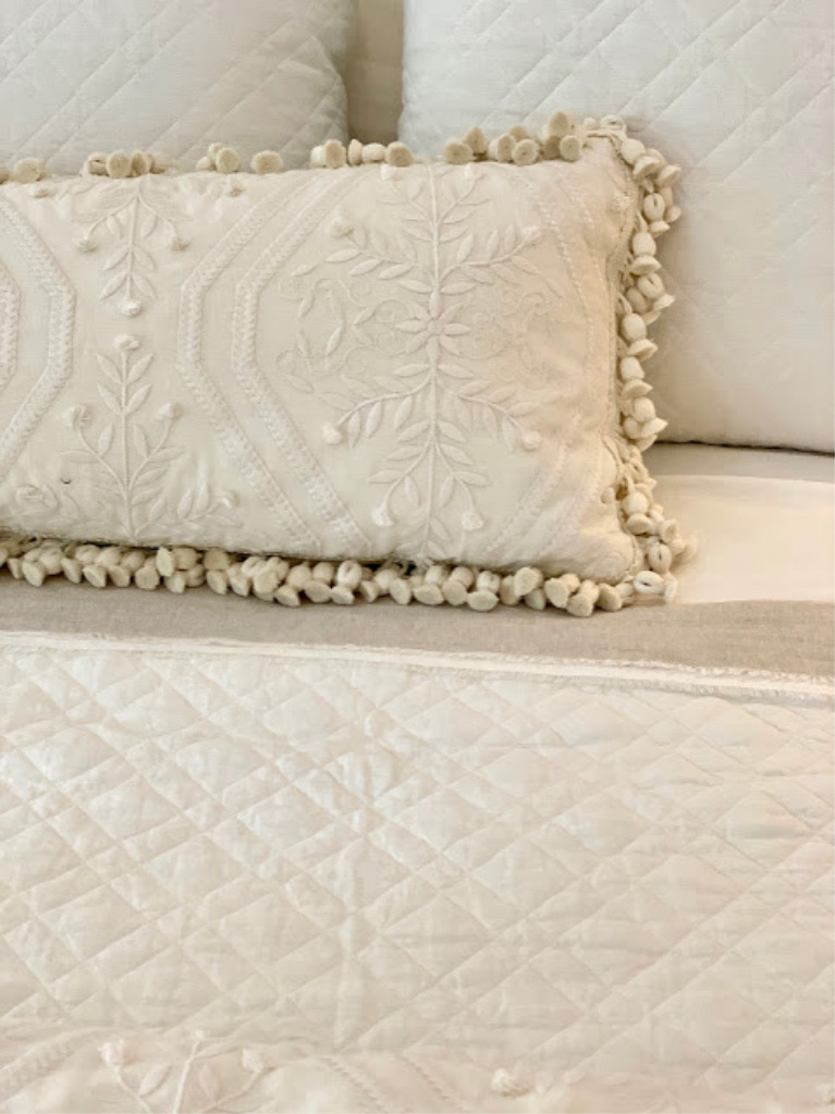 Sumptuous creamy bedding chosen by Phoebe Howard for the 2020 Southeastern Designer Showhouse. #bedroomdecor #bedding #phoebehoward #whitebedrooms #interiordesign