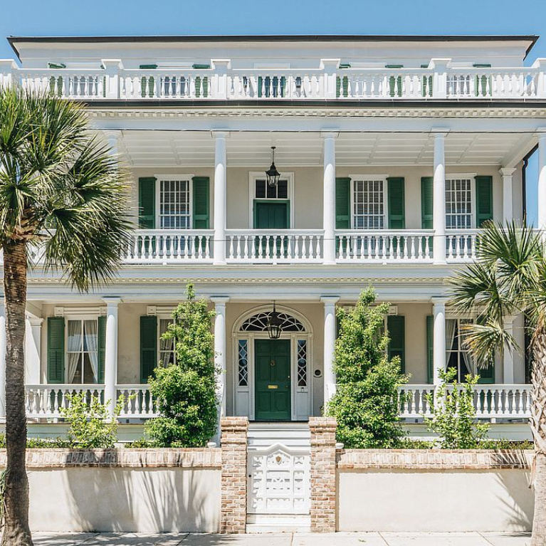 Breathtaking exterior of a historic home on Battery Street in Charleston. #charlestonhomes #houseexteriors #historichomes #piazza