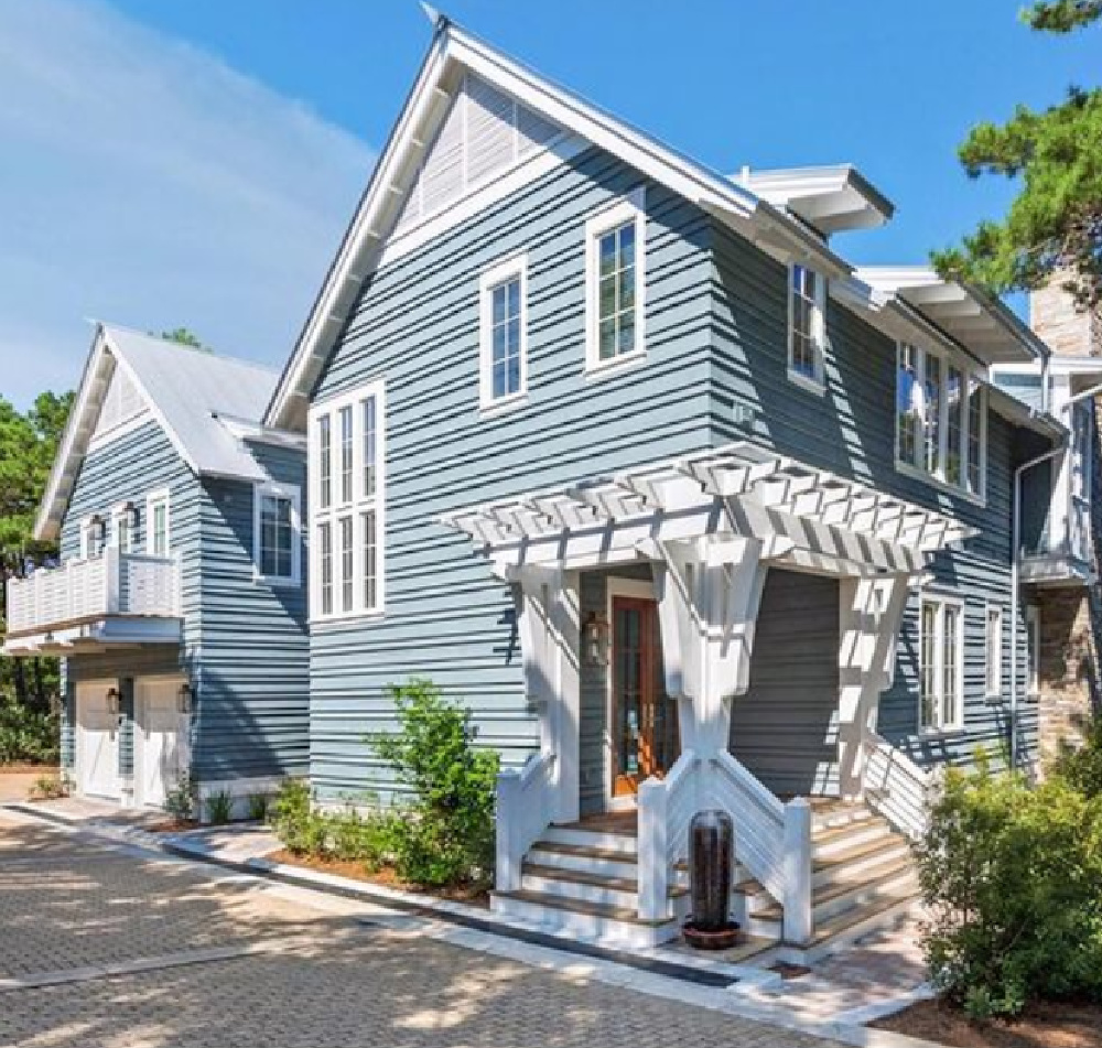 Coastal blue house exterior with wraparound bracketed trellis - architecture by Geoff Chick. #coastalhomes #beachhouses #lakehouses
