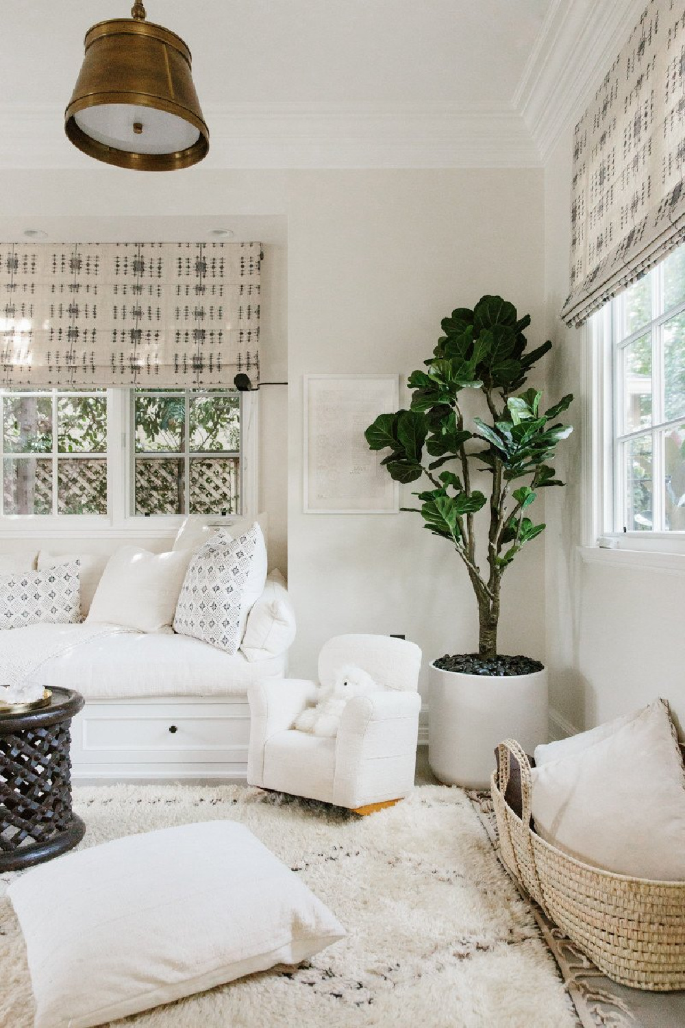 Erin Fetherston boho chic California farmhouse decor with mud cloth and Moroccan rug. #modernfarmhouse #interiordesign #erinfetherston #whitedecor
