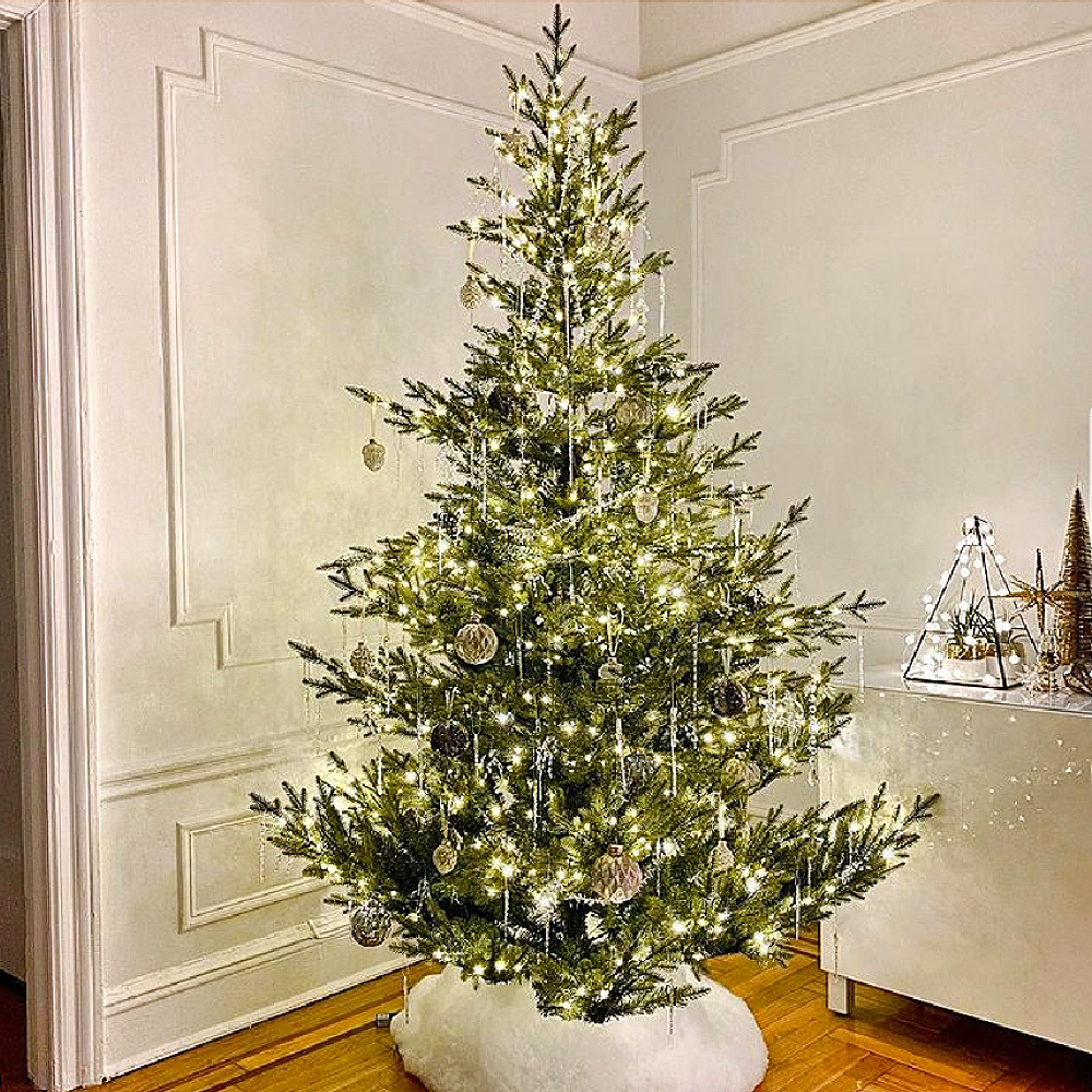 Understated French inspired Christmas tree from @holidaydecorator. #christmastreedecor #frenchchristmas