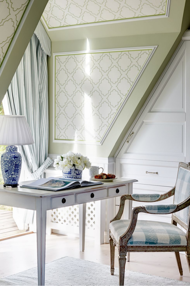 Light and airy Swedish style home office. #homeoffice #interiordesign #swedishstyle #oldworldstyle #serenedecor