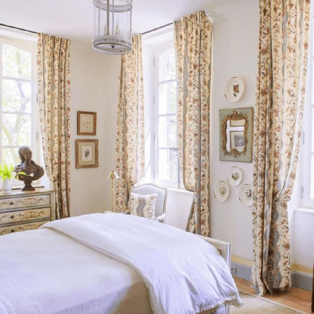 Traditional French country bedroom decor in an exquisite 18th century farmhouse in Provence (Le Mas des Poiriers).