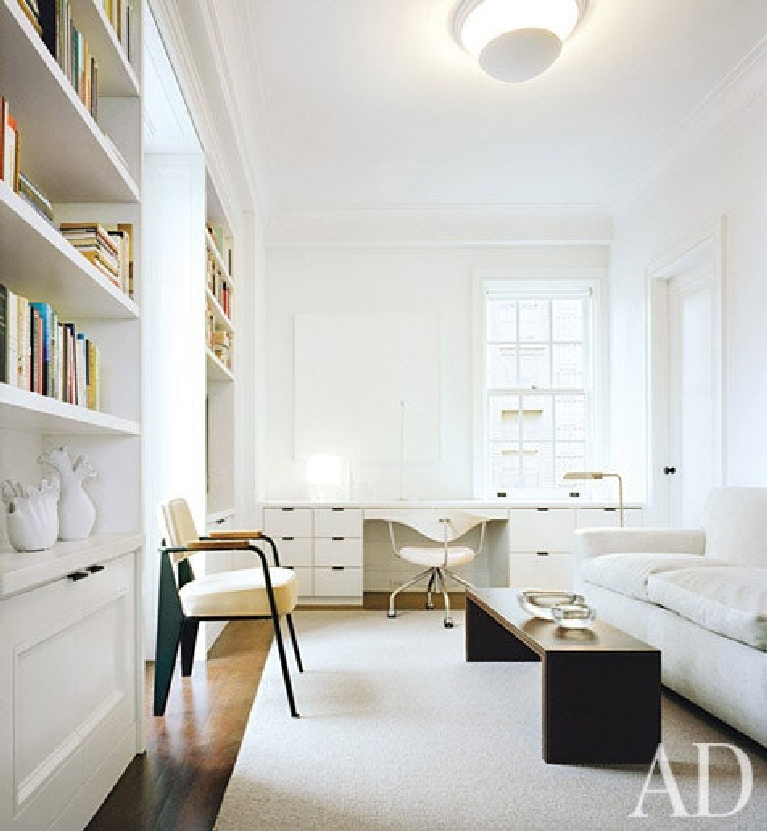 All white study with home office area with built-in desk. Lee Mindel and Peter Shelton. #homeoffice #interiordesign #whitedecor