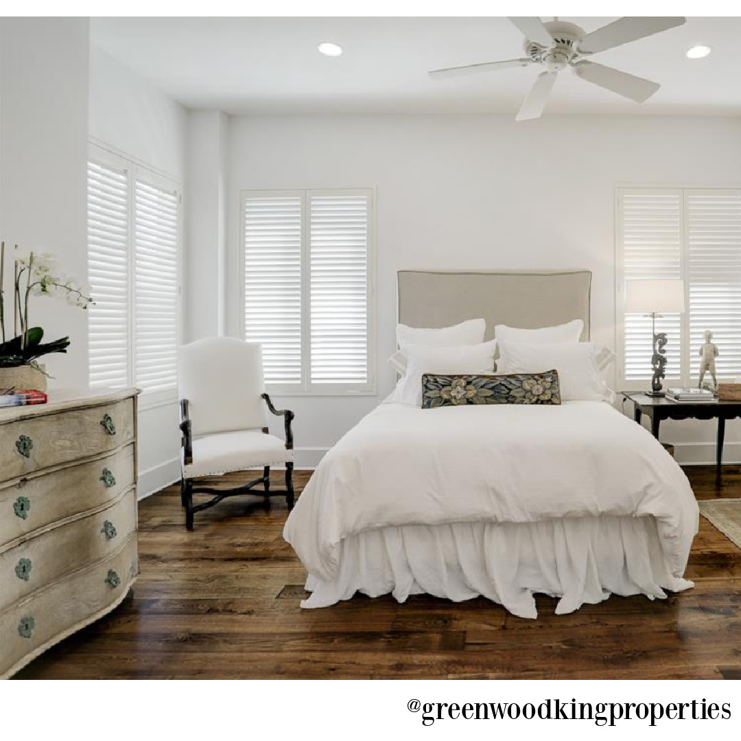 Sophisticated traditional bedroom design (M Naeve) in a Houston home - @greenwoodkingproperties