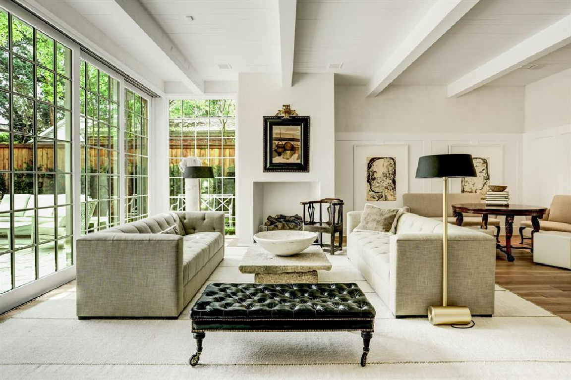 Family room in MILIEU Showhouse 2020 - featuring exceptional designers including Darryl Carter, Kathryn Ireland, Pamela Pierce, Shannon Bowers, and more. #milieushowhouse #interiordesign #designershowhouse #luxuryhome #edwinlutyens #familyroom #darrylcarter