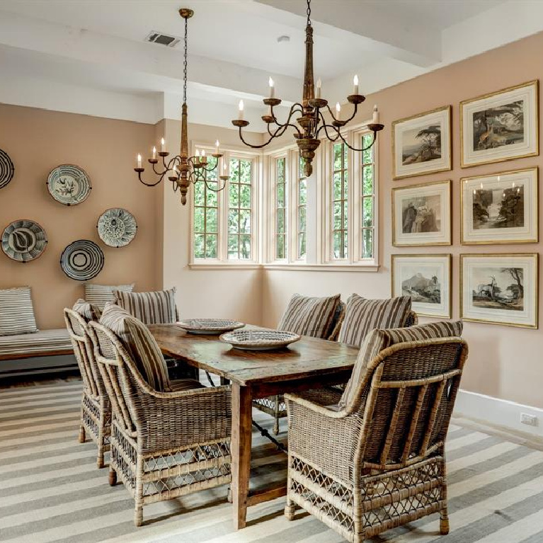 Dining room in MILIEU Showhouse 2020 - featuring exceptional designers including Darryl Carter, Kathryn Ireland, Pamela Pierce, Shannon Bowers, and more. #milieushowhouse #interiordesign #designershowhouse #luxuryhome #edwinlutyens #houstonhome #diniingroom