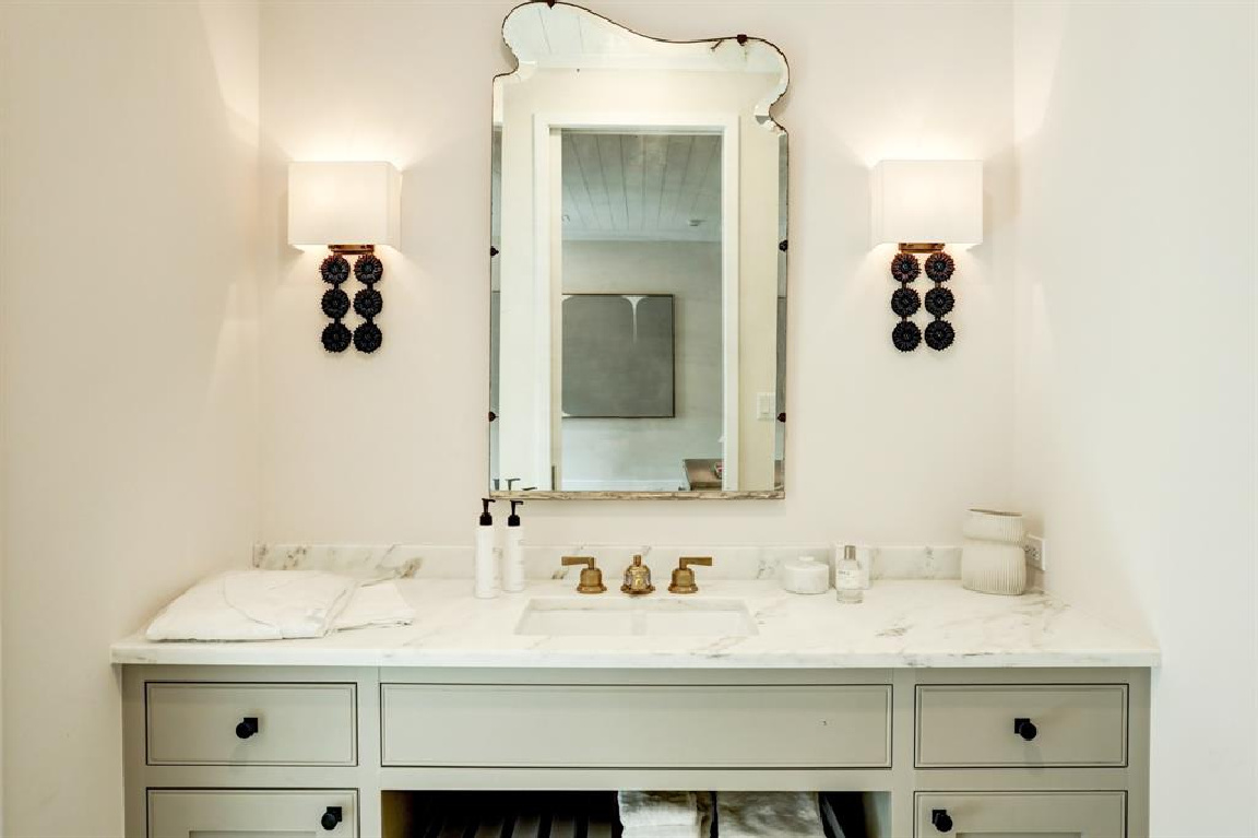 Bathroom with stunning sconces in MILIEU Showhouse 2020 - featuring exceptional designers including Darryl Carter, Kathryn Ireland, Pamela Pierce, Shannon Bowers, and more. #milieushowhouse #interiordesign #designershowhouse #luxuryhome #edwinlutyens #houstonhome #bathroom