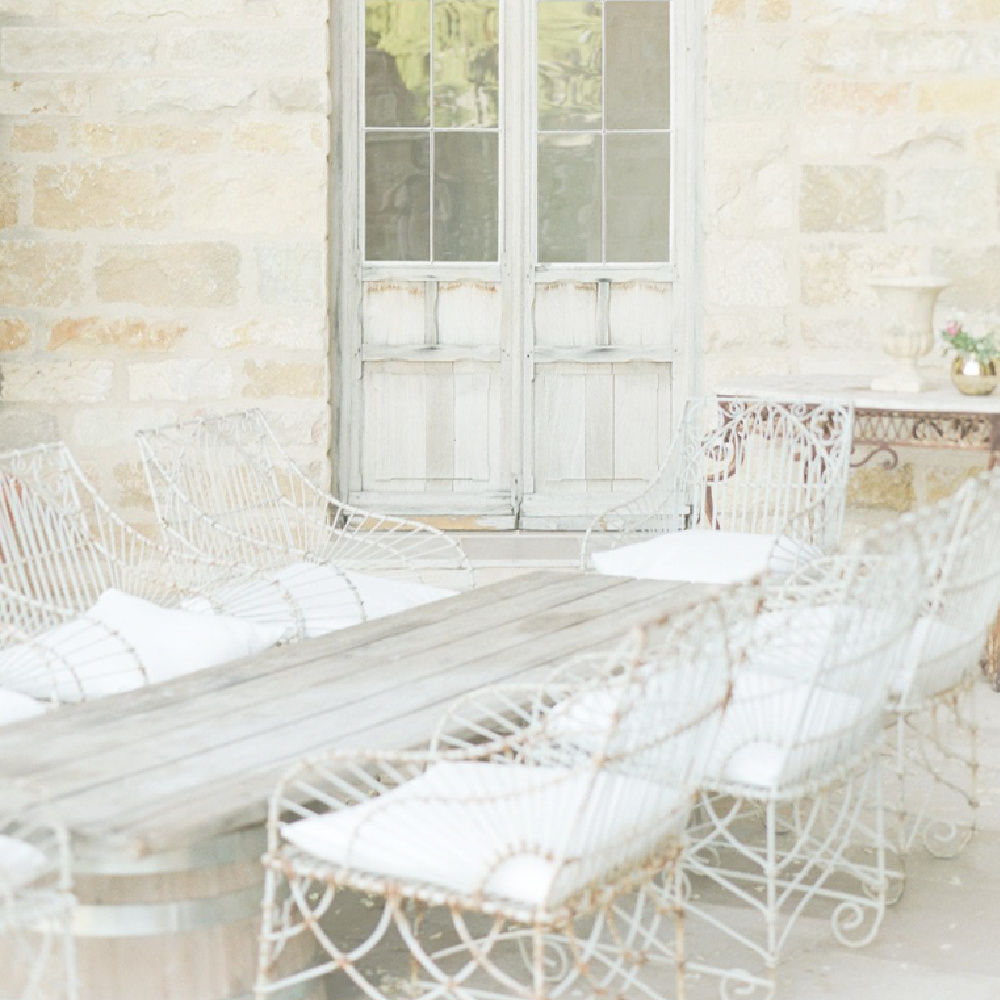 Rustic elegance and French farmhouse style entertaining at Sunstone Winery - photo by Belinda Jean Photography via Wedding Sparrow. #frenchfarmhouse #rusticelegance
