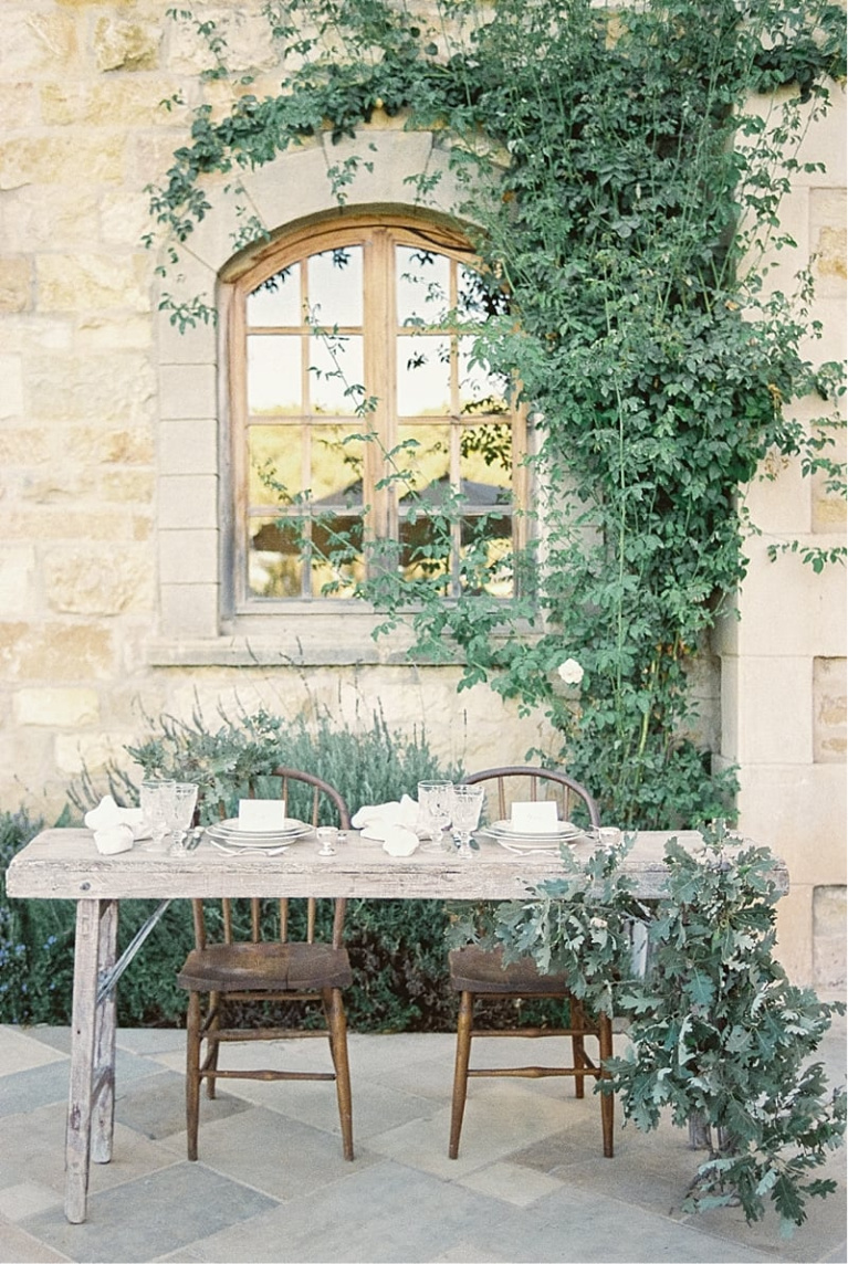Outdoor french farmhouse dining at Sunstone. #frenchfarmhouse #outdoordining