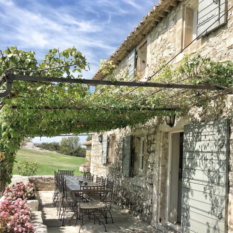 Country French outdoor dining . #frenchfarmhouse #rusticelegance #southoffrance