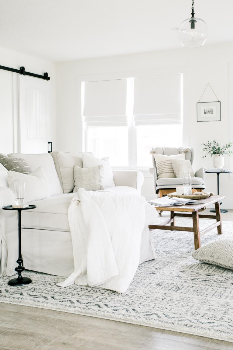 Bright white walls in living room are Benjamin Moore Chantilly Lace - Jacquelyn Clark. #bestwhites #benjaminmoore #chantillylace #paintcolors #livingroom