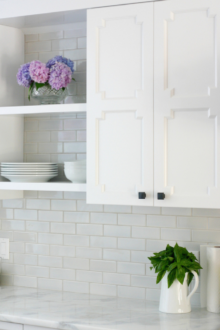 White cabinets painted Benjamin Moore Deorators White - Design Manifest. #benjaminmooredeoratorswhite #whitepaints #paintcolors #interiordesign #bestwhites