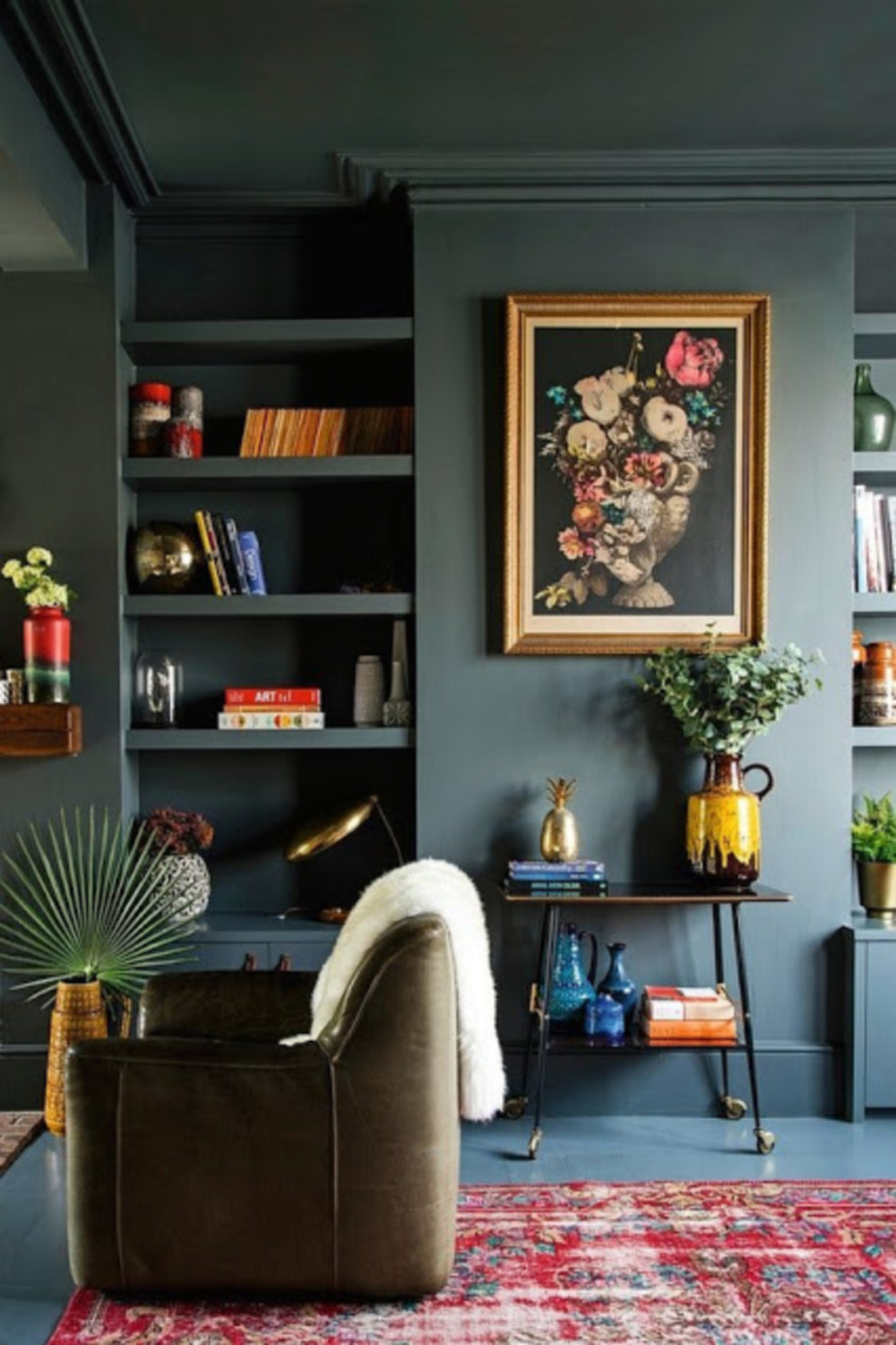 Dark green walls in beautiful living room on Hello Lovely. Come explore Dark Green Paint, Autumnal Greens & Interior Design Inspiration!