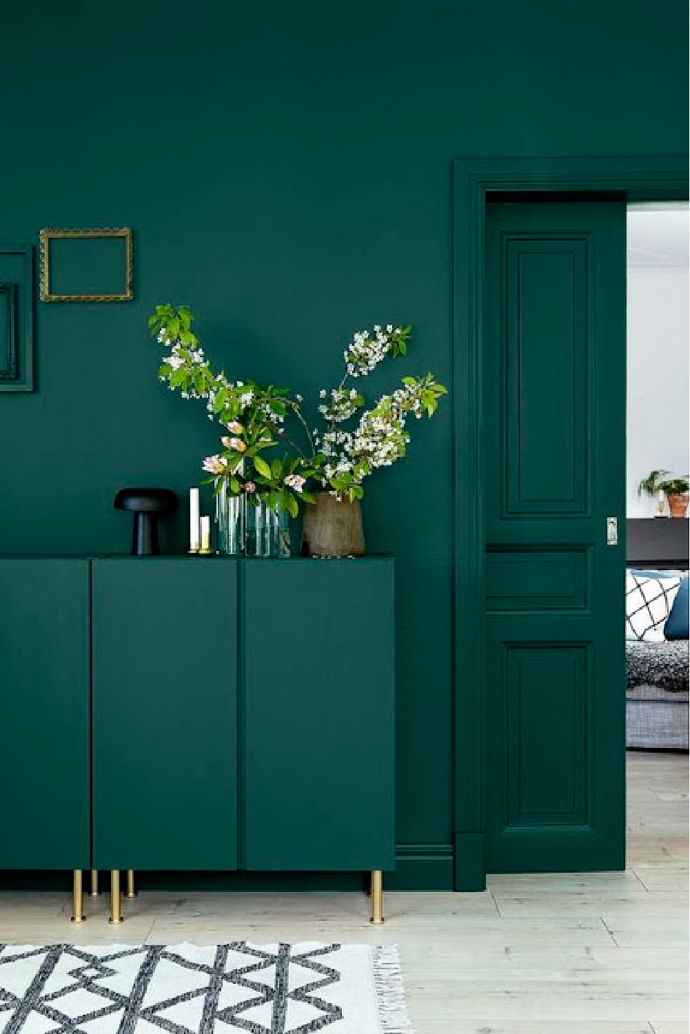Deep teal walls and matching trim in living room - Come explore Dark Green Paint, Autumnal Greens & Interior Design Inspiration!