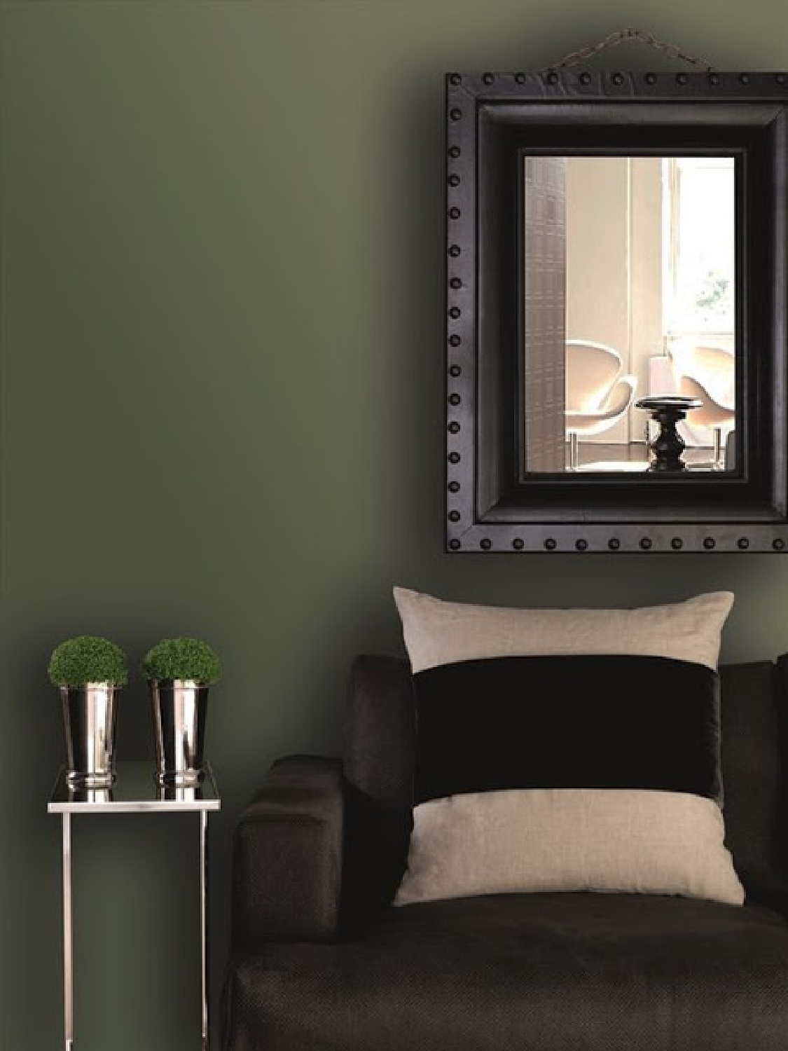 Deep green walls and black in a moody living room. Come explore Dark Green Paint, Autumnal Greens & Interior Design Inspiration!