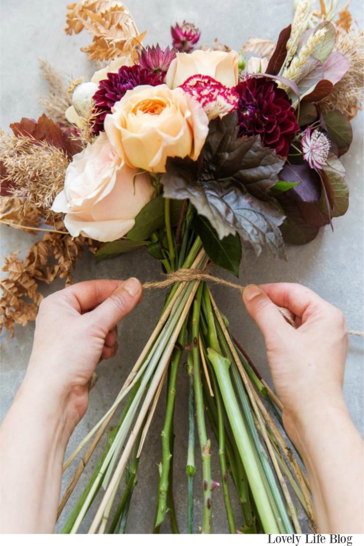 Fall florals with gorgeous warm autumn tones and simplicity? Photo by Pernila Ahlsen. Serene French Farmhouse Fall Decor Photos ahead! #fallbouquet #fallflowers #wedding #autumn
