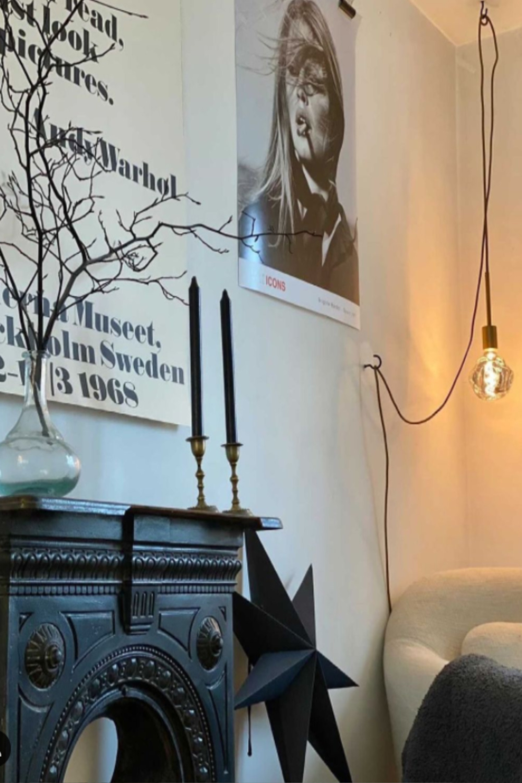 Black and white Scandi living room with modern hanging bulb light - @buttercupabode. #scandilivingroom #blackandwhite #interiordesign