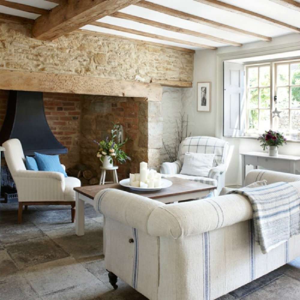 Cotswolds cottage white living room with enormous fireplace - photo by Pernille Pahle. #cotswoldscottage #cozylivingrooms