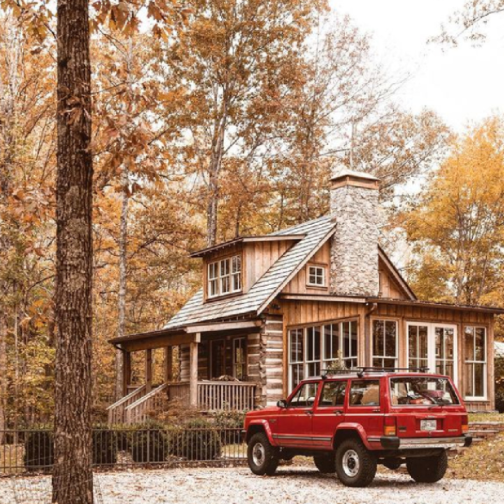 Tennessee log cabin in woods in fall - @tifforelie. #autumnfeels #logcabins #cabinlife