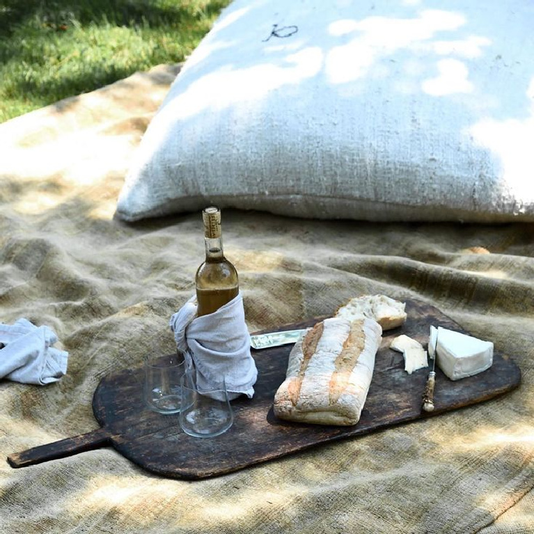 Enchanting picnic-scape with European inspired flavor and sophistication from Michael del Piero. #frenchfarmhouse #picnic #breadandcheese #modernrustic #slowliving #nubbylinen