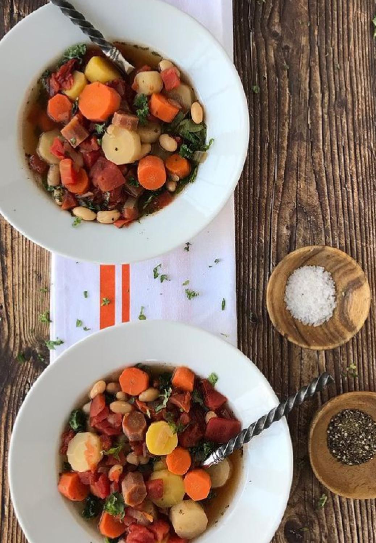 Bowls of hearty vegetable soup conjure up the cozy fall feels - Pinecornesandacorns. #fallfeels #autumnfeels #cozyautumnfeels