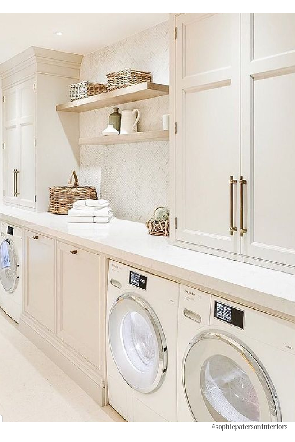 Lovely tone on tone timeless sophisticated laundry room by Sophie Paterson Interiors. #sophisticateddecor #laundryrooms