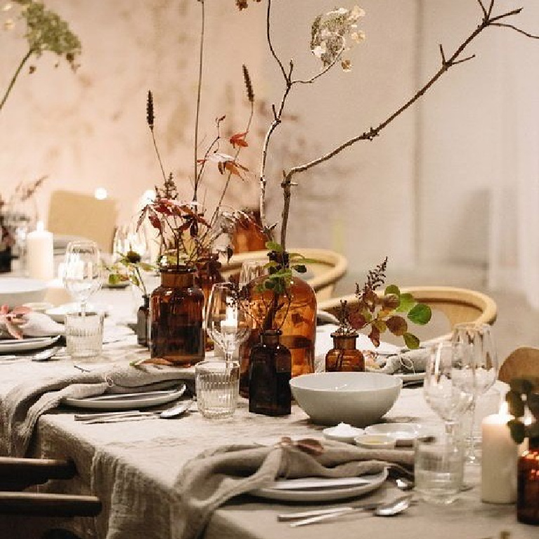 Simple yet elegant Thanksgiving tablescape inspiration with rustic, modern farmhouse, casual chic charm - see more details on Hello Lovely Studio. #tablescapes #thanksgiving #holidaytables #modernfarmhouse #rusticmodern #placesettings