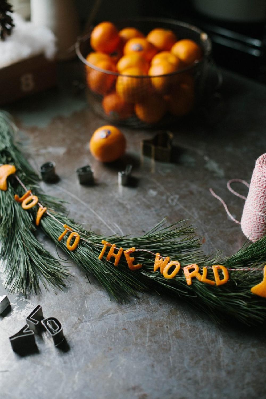 Clementine Christmas Garland - A Daily Something. #garlands #christmasdecor #driedcitrus #swedishchristmas