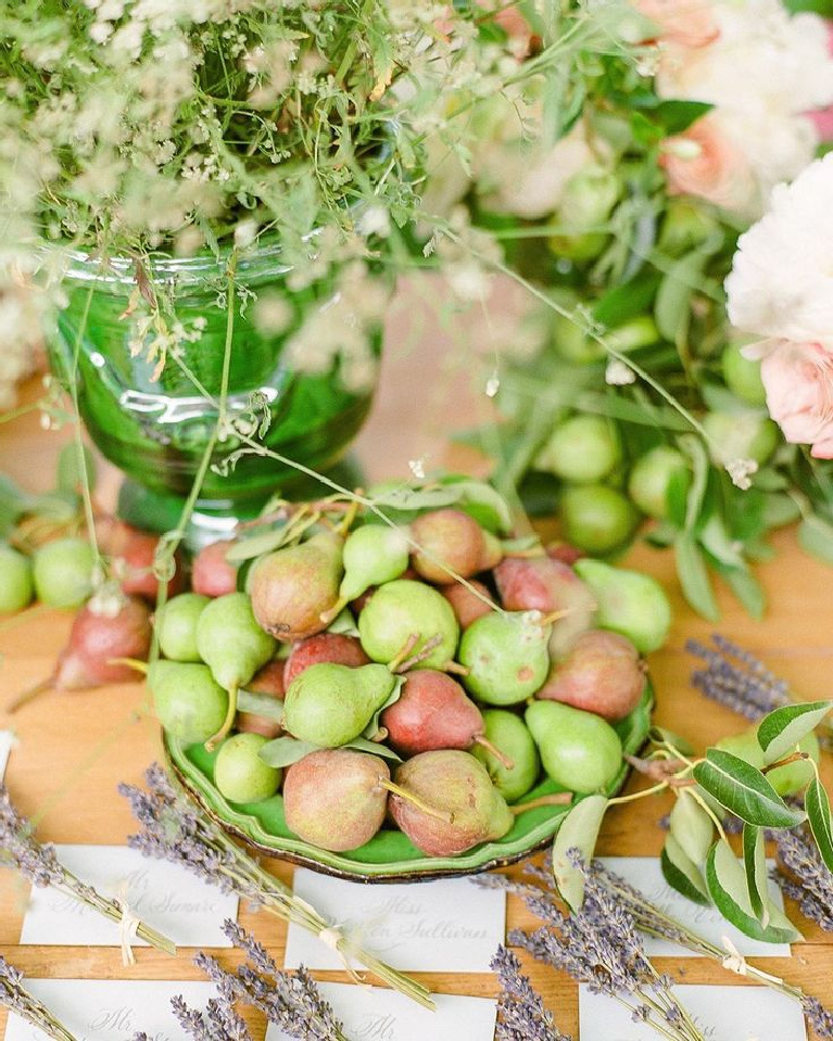 Gorgeous French country tablescape with pears and lavender in Provence - Oliver Fly Photography. #provencepoirers #frenchcountry #pears #lavender #tablescape #provencestyle #frenchfarmhouse #frenchtable #diningrooms