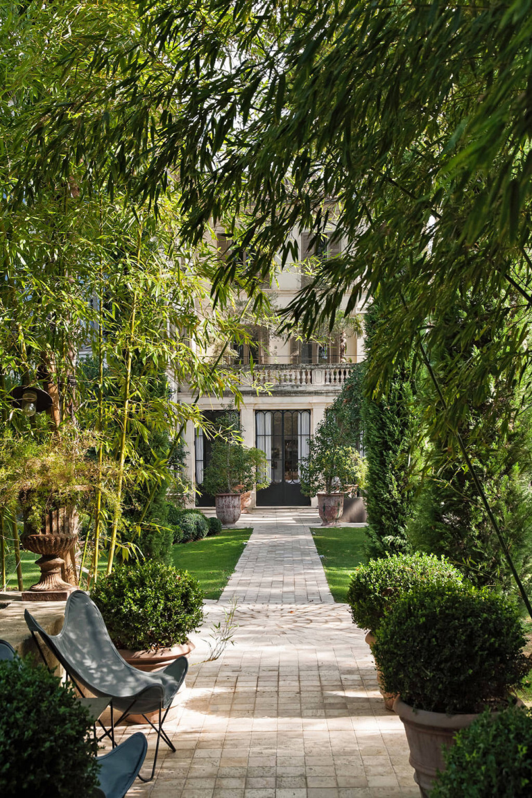 Enchanting manicured gardens and paths on the grounds or the romantic Avignon Hôtel Particulier, a restored 19th century mansion in the heart of Avignon's historic center - Haven In. #frenchgarden #chateaugarden #frenchchateau #provence #frenchcountry #restoredchateau #southoffrance #aivgnonhotel #gardens