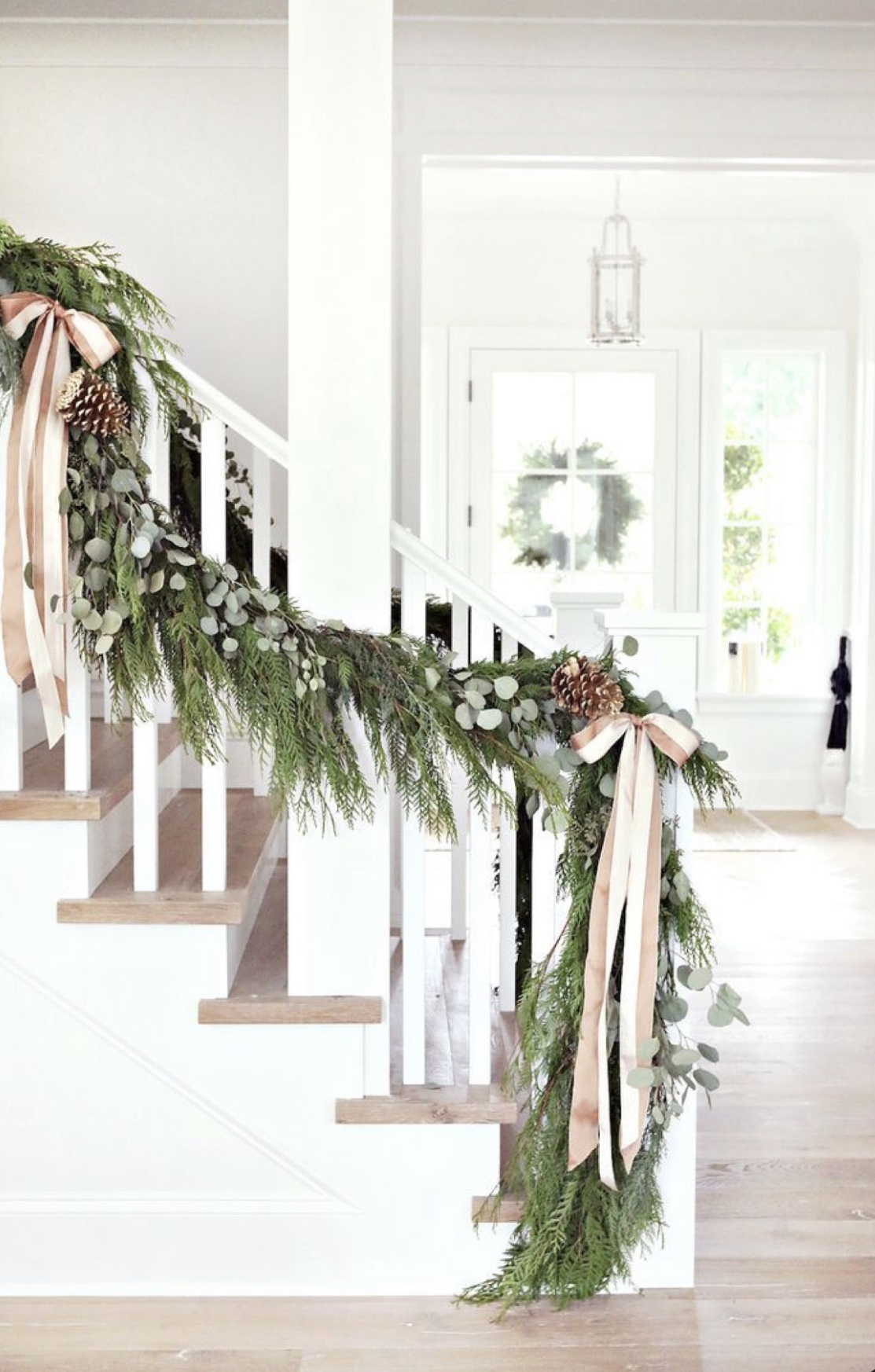 Stunning classic Christmas garland on staircase with eucalyptus and ribbon - Le Cultivateur.