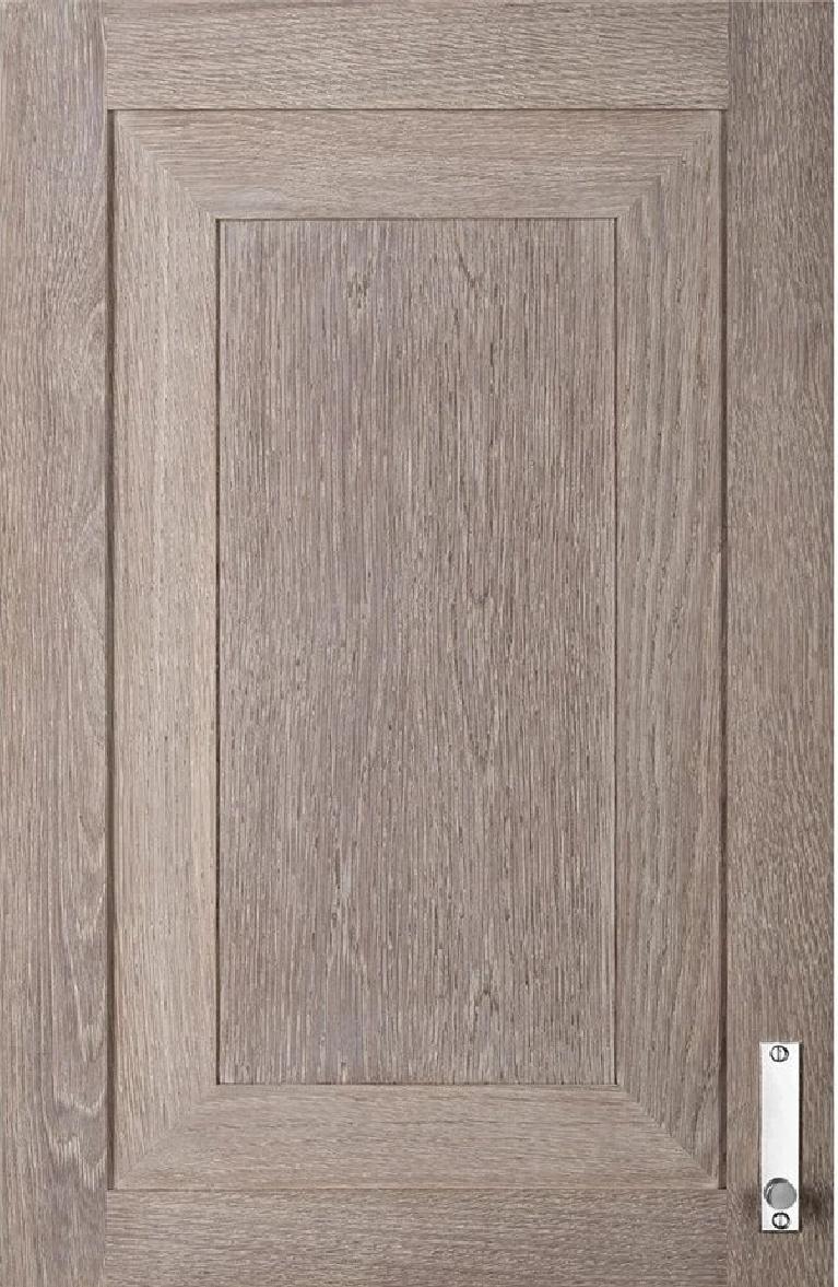Solid oak cabinet door handmade by L'Atelier Paris. #bespokekitchen #oakcabinetdoor #customcabinets