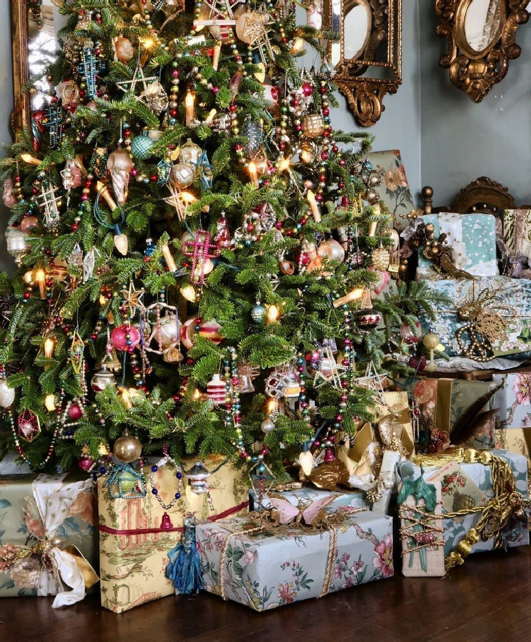Glorious vintage Christmas tree with tones of rose pink = @megillicutti. Enjoy Glorious 2020 Holiday Decorations & Inspiring Quotes for 2021 Now!