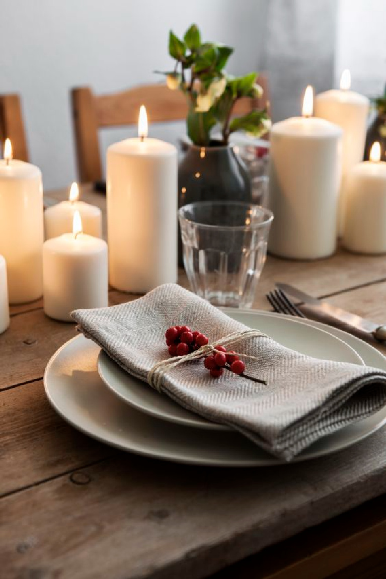 Scandinavian style Christmas tablescape with rustic organic details and simplicity - Sister-mag.