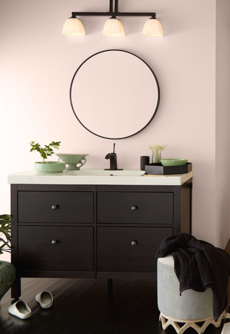 Behr Seaside Villa warm pink paint color in a bathroom with black vanity. Discover inspiring understated neutrals to try in your own home. #behrseasidevilla #paintcolors