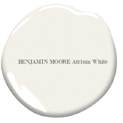 Atrium White (Benjamin Moore) is a sophisticated off-white paint color for tranquil and timeless interiors. #Atriumwhite #benjaminmooreatriumwhite #paintcolors