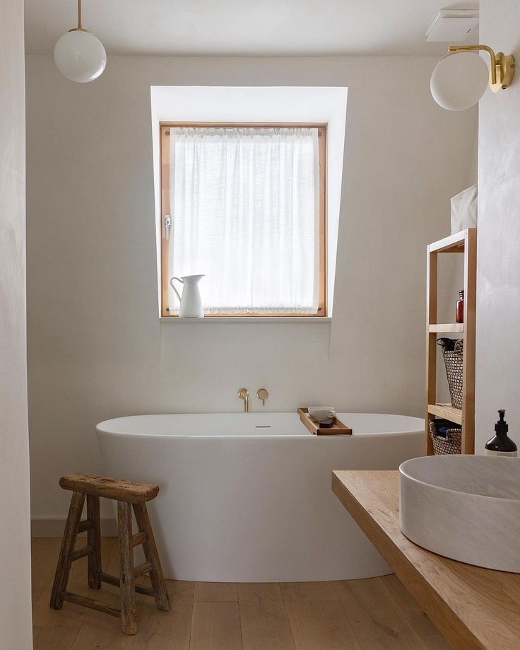 Serene and zen rustic bathroom design with freestanding tub and Japandi style - @thevenetianpantry. #bathroomdesign #japandi
