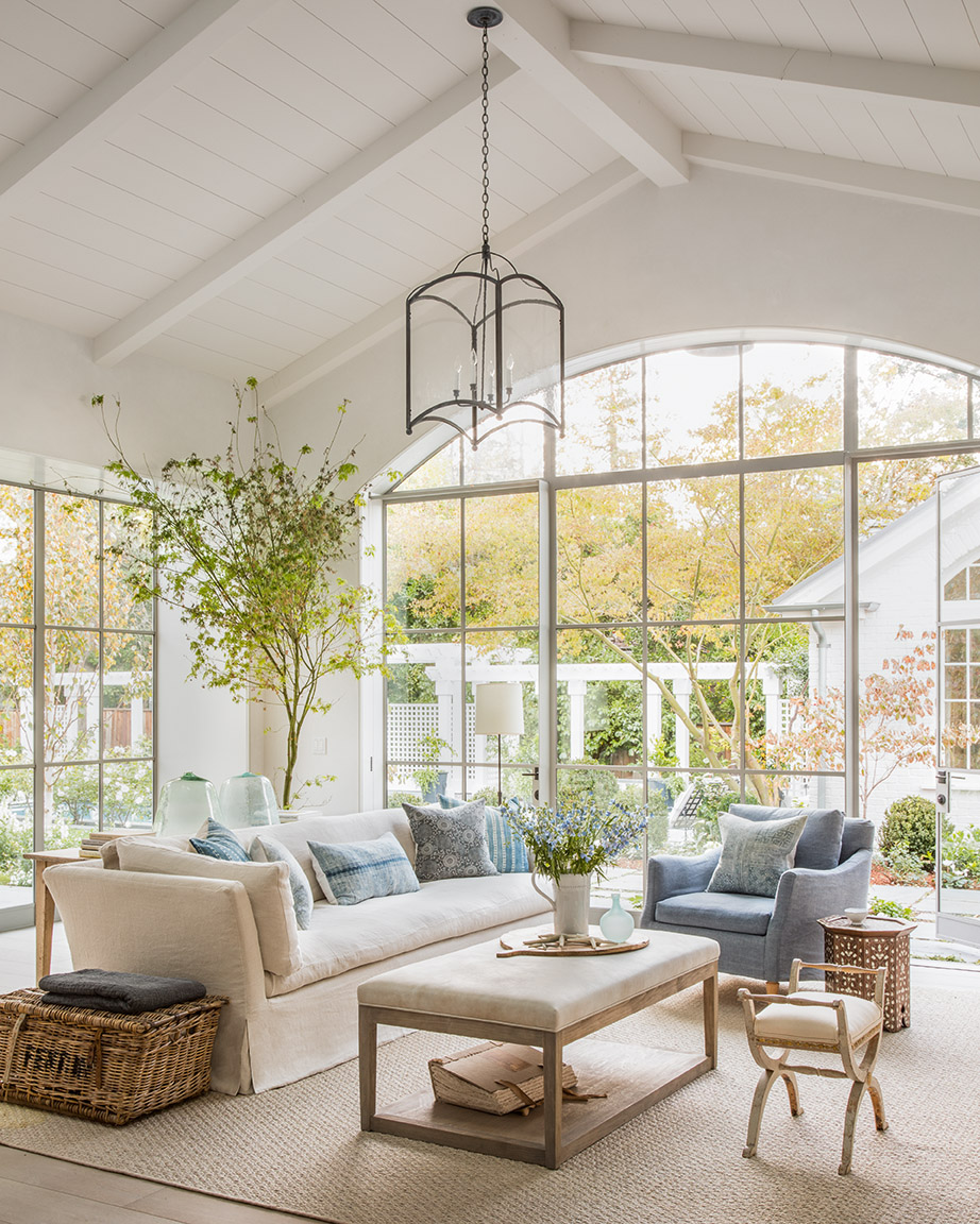Organic, earthy, sophisticated Cali design with a European country twist in this bespoke living room by Giannetti Home. #livingrooms #interiordesign #giannettihome #europeancountry #steelwindows