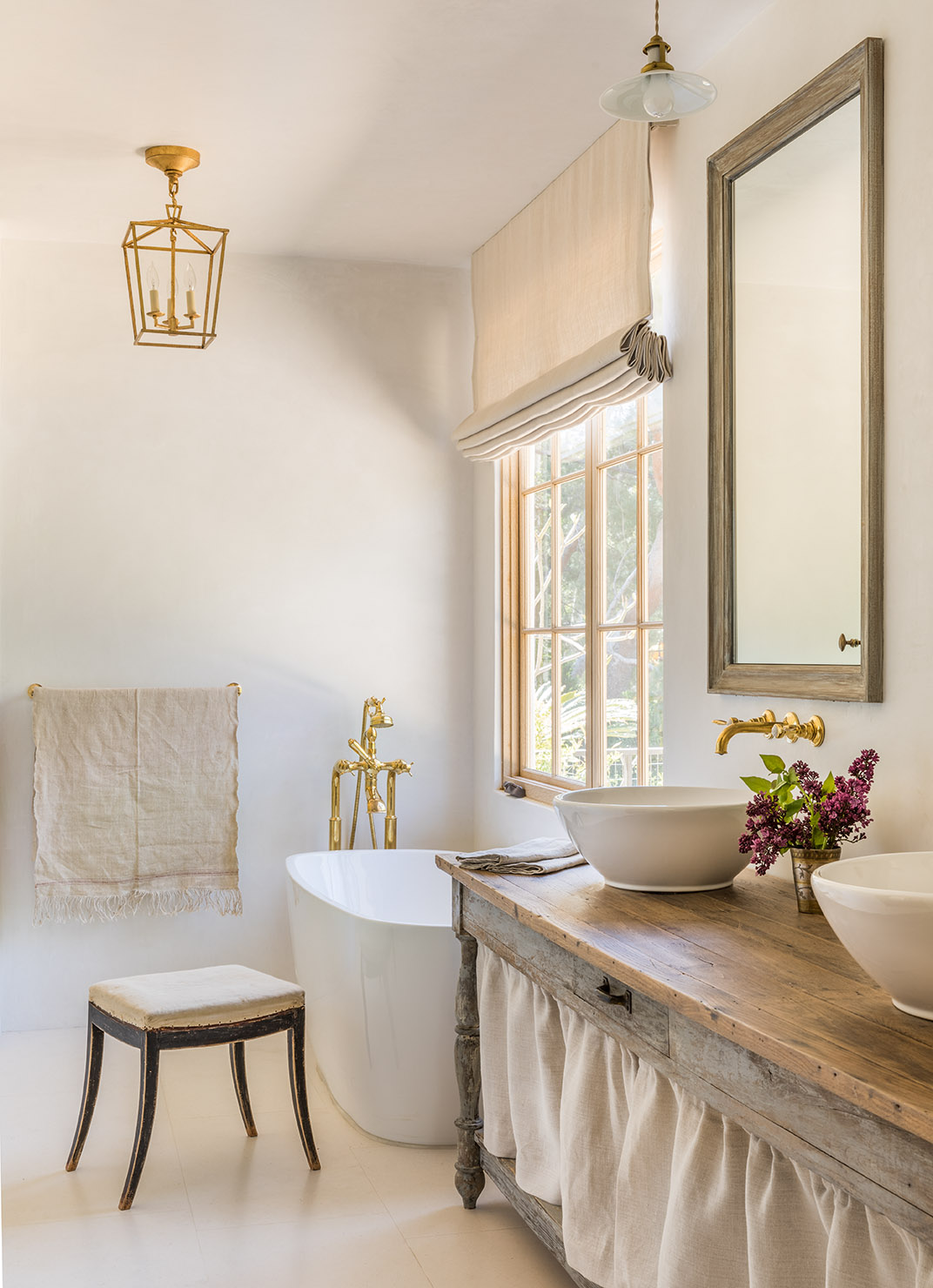 Breathtaking, timeless, and tranquil bathroom design with natural materials, European antiques, and bespoke design from Giannetti Home. #bathroomdesign #europeancountry #sophisticatedstyle #brookegiannetti