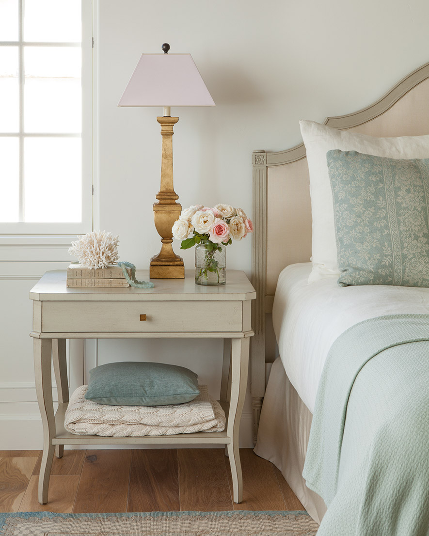 Serene and sophisticated European inspired bedroom with aqua and neturals - Giannetti Home. #giannettihome #bedroomdecor #interiordesign #europeancountry #frenchfarmhouse #patinastyle