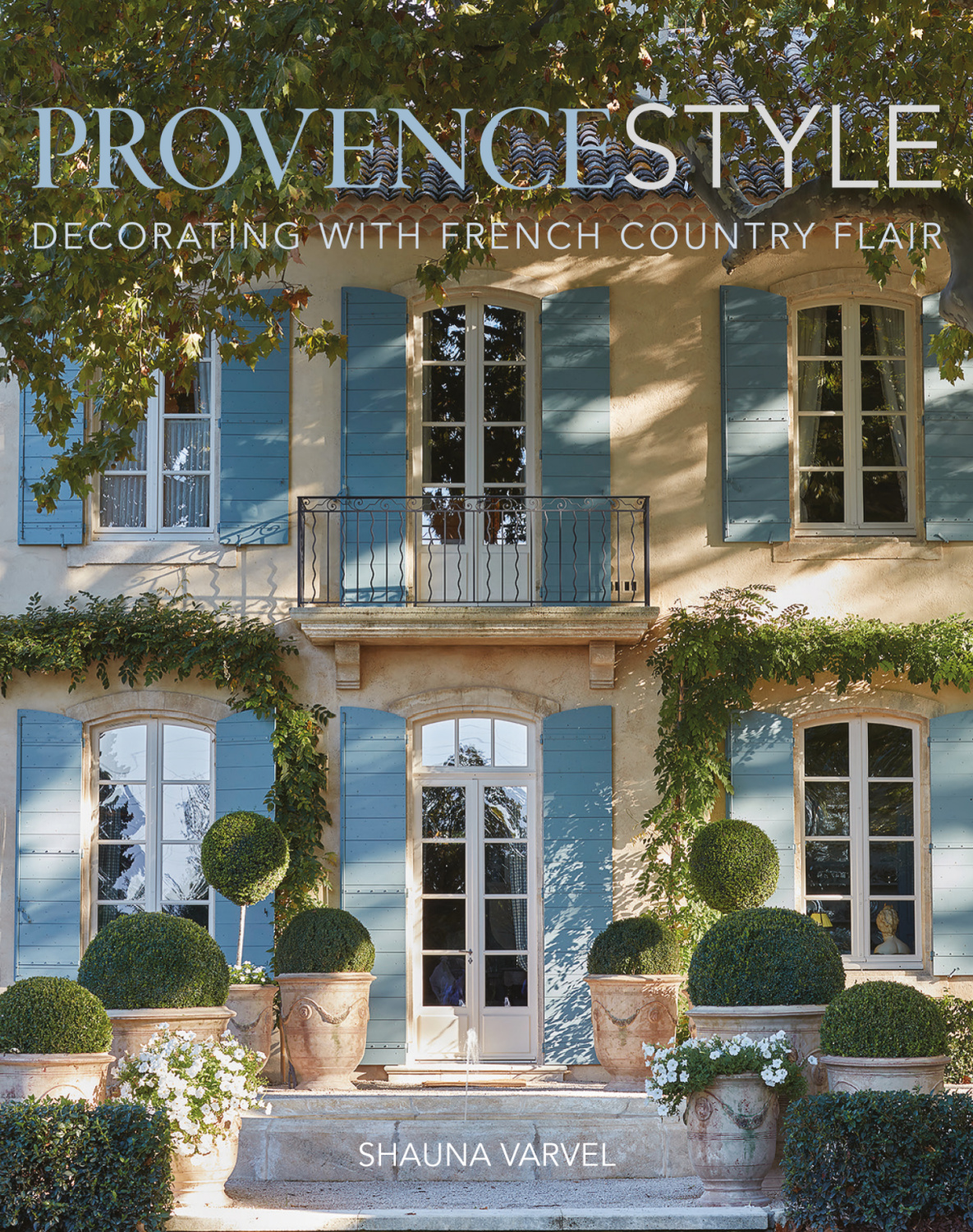PROVENCE STYLE by Shauna Varvel (Vendome, 2021) with Alexandra Black and Photography by Luke White. #provence #interiordesign #lemasdepoirers